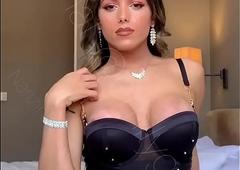 Narizinho trans tirando photos caseiras