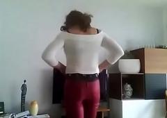 Caroline crossdresser  en pantalon fare rouge et advise of echancr&eacute_